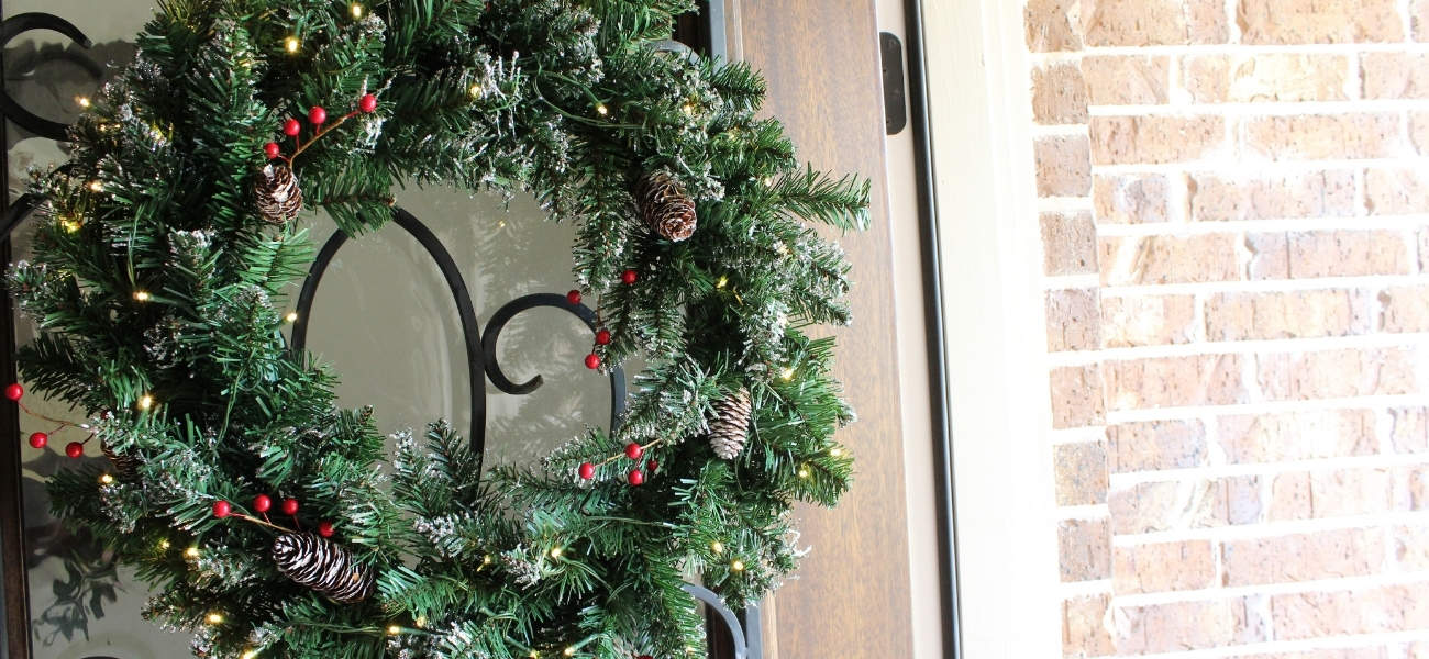 Review: Glittery Mountain 24 inch Lighted Wreath